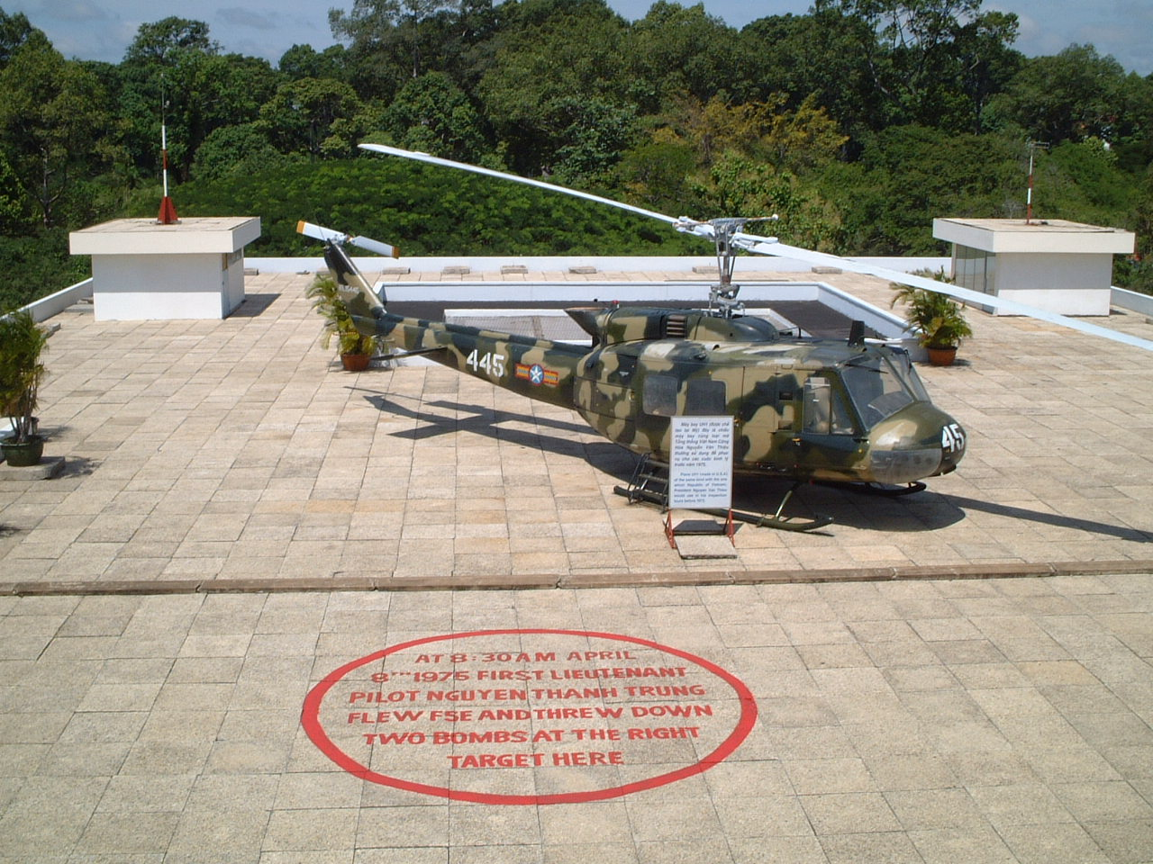 he Last Batch Of American Officials Were Forced To Fly Away From The Top Of The President's Palace In Helicopter