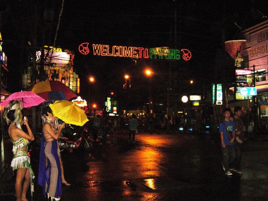 hookers-on-bangla-street.JPG