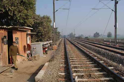 Railway Phatak on the road which connects NH2 and NH3 at Agra