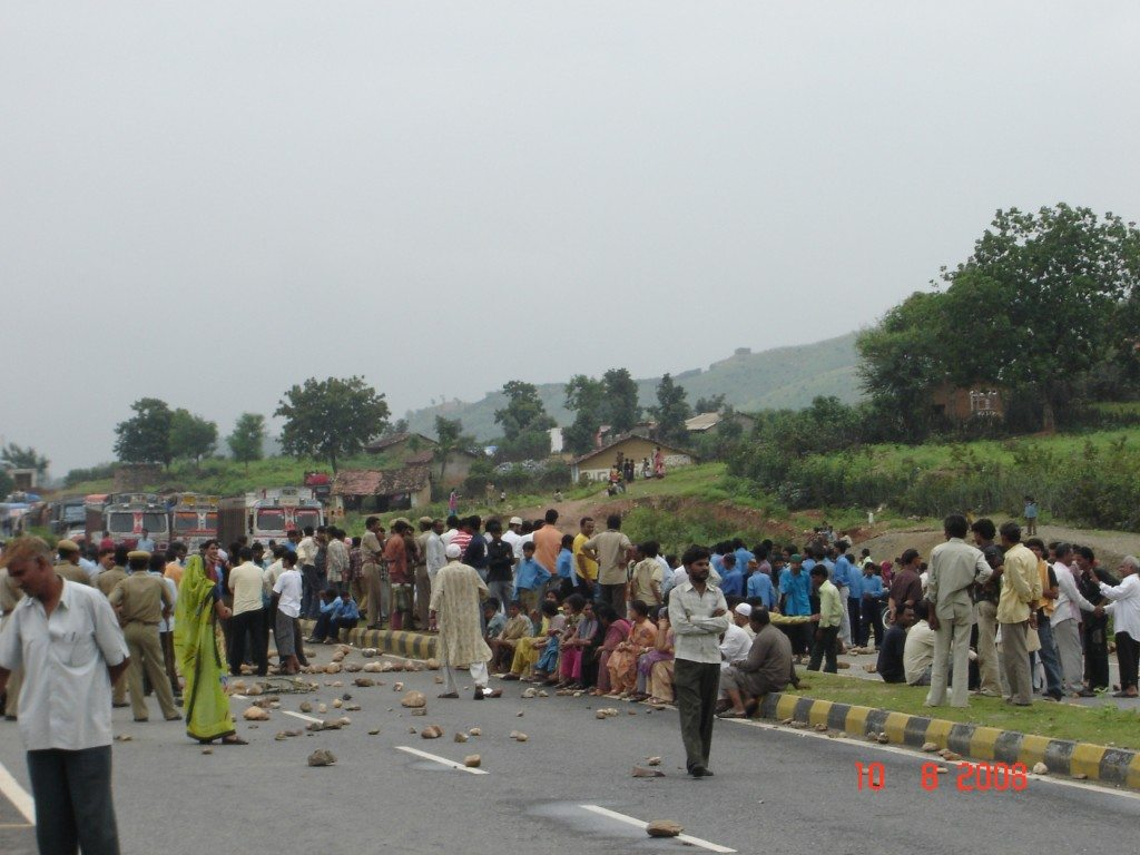 NH-8 blocked by school students