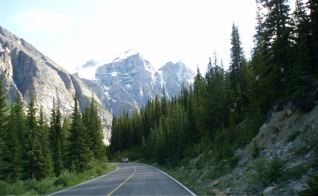 scenic-road-to-lake-louise
