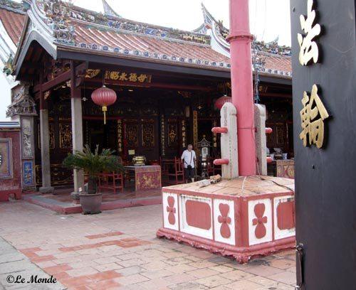 मंदिरों में भी लाल रंग की भरमार ?