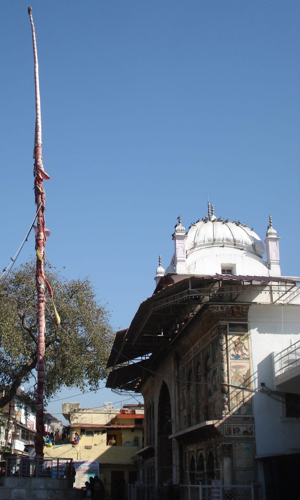 Jhanda outside Guru Ramrai Darbar