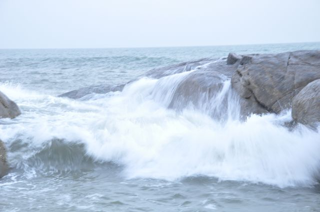 Waves crashing on the rocks at Ullal beach