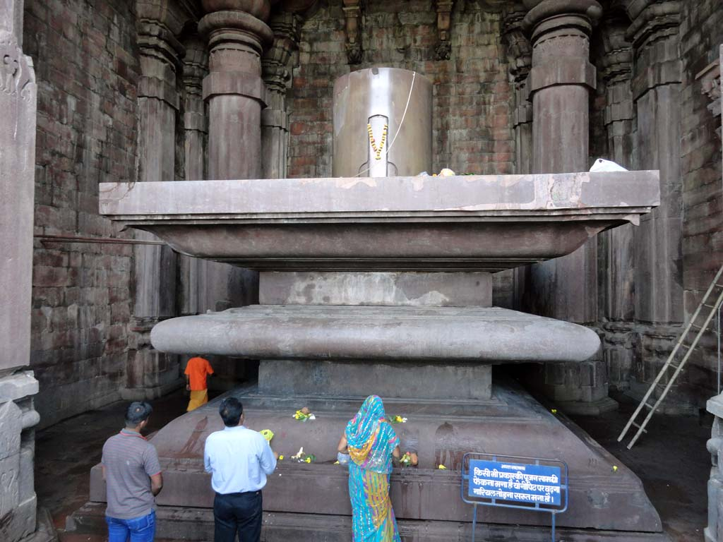 The stupendous and overwhelming Shivlinga of Bhojpur Temple