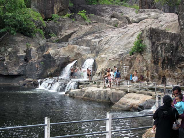 Manimuthar Waterfalls