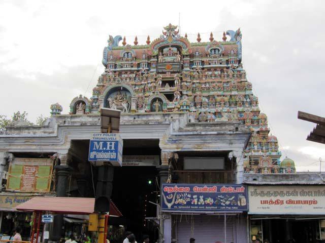 Nellaiyar temple entrance, tirunelveli