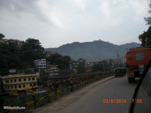 In the morning we was entering in the kullu valley