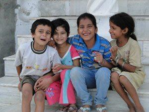 लव-कुश के गांव के आधुनिक बच्चे!
