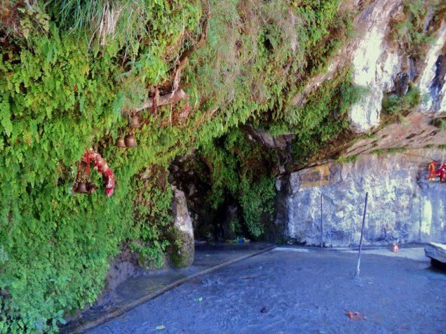 कोटेश्वर महादेव गुफा का प्रवेश द्वार...