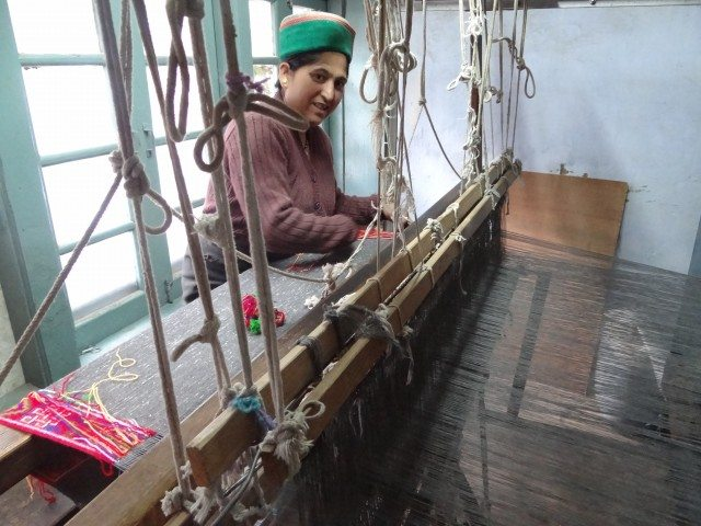 Weaving the Kinnauri Shawl