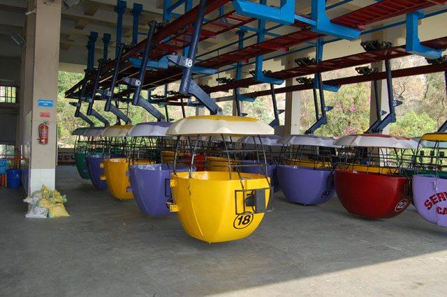बाल्टी नुमा ट्राली जिसमें चार सवारी बैठाई जाती हैं।