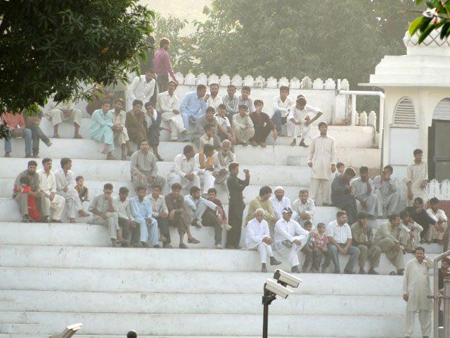 कैमरे की ज़ूम की रेंज पाकिस्तान तक