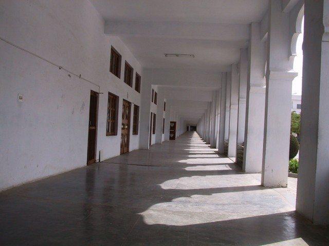 डायमंड हॉल का लम्म्म्म्म्म्बा कॉरिडोर