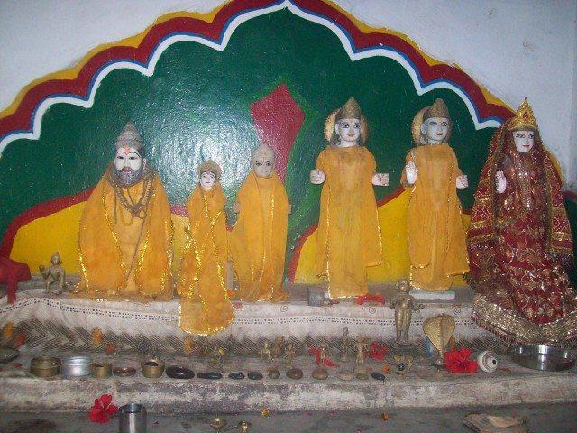 Sitamarhi , Sita Samahit Sthal : Idols at Valmiki Ashram