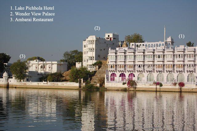 बागौर हवेली के पास स्थित घाट से दिखाई दे रहा हमारा होटल व अन्य होटल