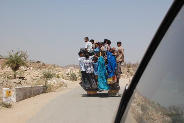 उदयपुर - माउंट आबू हाई वे पर प्राइवेट जीप !
