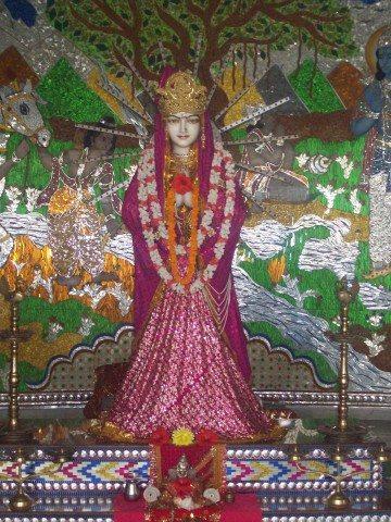 Sitamarhi , Sita Samahit Sthal : Idol of Sita Maa at first floor.