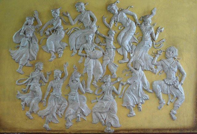 लोक नृत्य की विभिन्न मुद्रायें - लोक कला मंडल, उदयपुर