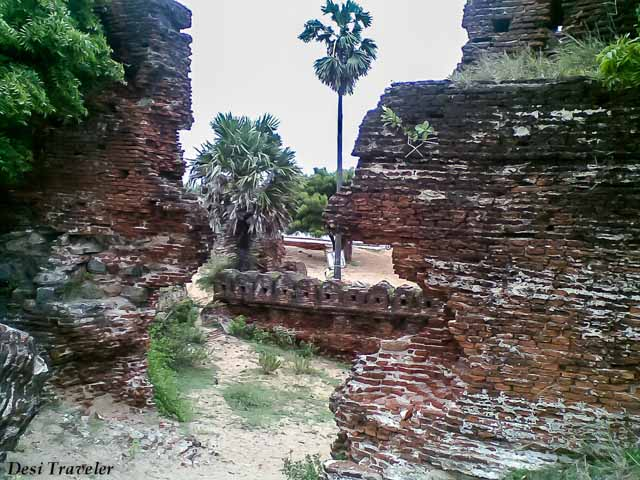 Alamparai Fort -The Entrance is just a hole in wall