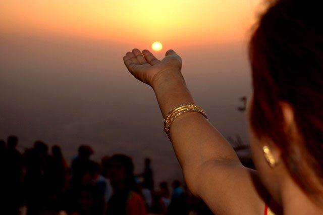 सूर्य को हाथों में थाम लेने की चाह !