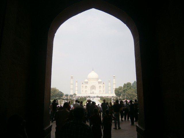 प्रवेश द्वार से ताज महल की पहली झलक