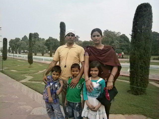 जाट देवता अपने परिवार के साथ, साथ में हमारा शिवम् भी.