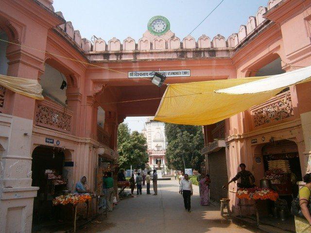 BHU स्थित काशी विश्वनाथ मंदिर का प्रवेश द्वार