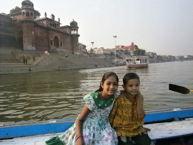 गंगा में नौका विहार