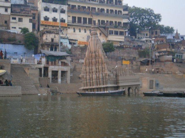 काशी करवट मंदिर - टेढ़ा है पर मेरा है ..........
