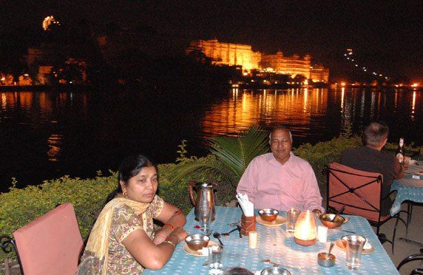उदयपुर में आमेट हवेली से सिटी पैलेस का दृश्य