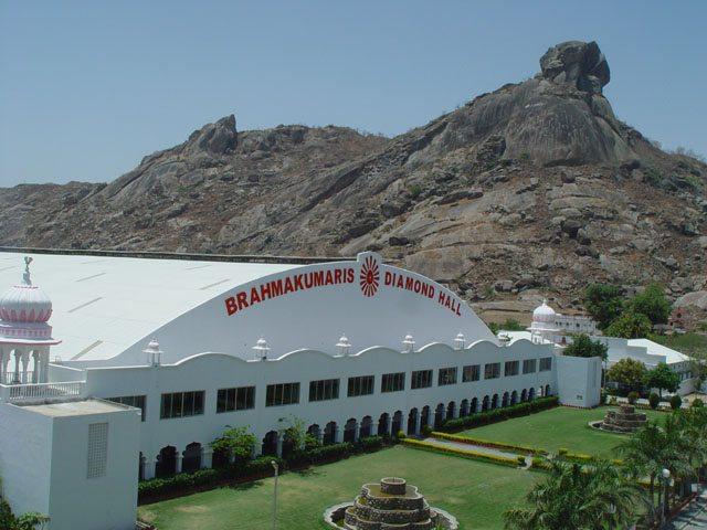 आबू रोड (तलहटी) में स्थित शांतिवन परिसर में 15000 क्षमता वाला डायमंड हॉल
