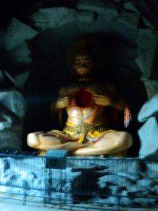 बजरंगबली घाट के समीप एक मंदिर में...