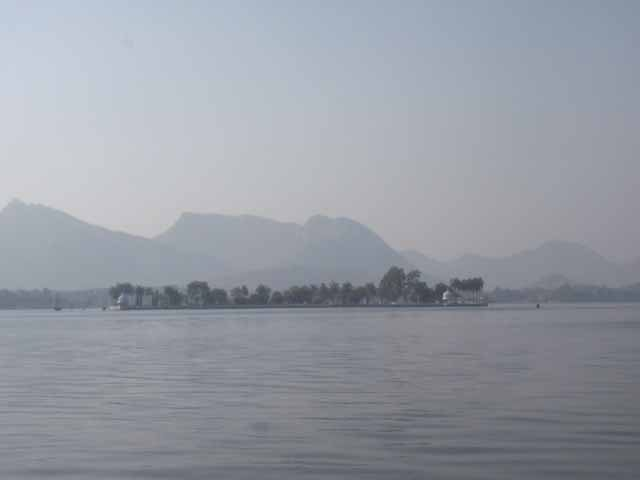glimpse of fatehsagar lake