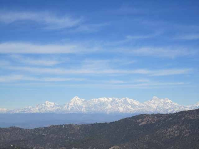On the way back from Mukteshwar.. Sky was so clear and blue
