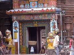 Entrance to Lingaraj temple (Courtesy gallery.techarena.com)