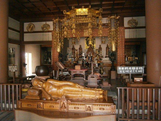 जापानी मंदिर अन्दर से