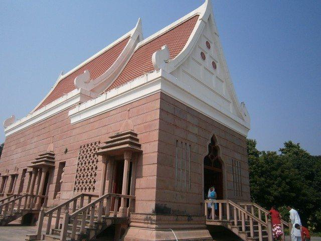 बुद्ध प्रतिमा केम्पस स्थित मंदिर