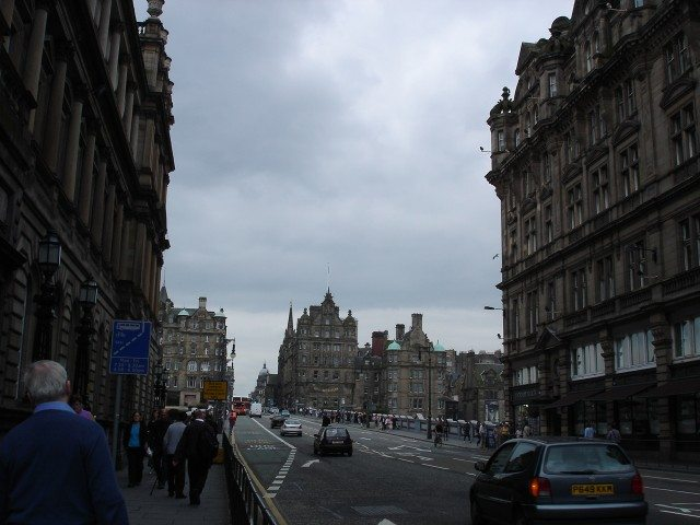 More walking thru' Edinburgh