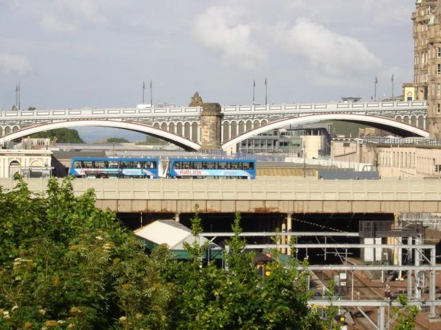 The walk back – North Bridge