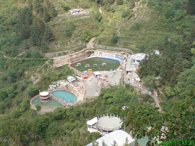 कैम्पटी फॉल के पास बनायी झीलों का उपर से लिया गया चित्र