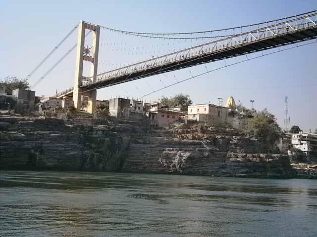 ओंकारेश्वर एवं ममलेश्वर मंदिरों को जोडने वाला झुला पूल