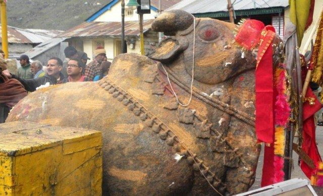 Nandi in front of the temple