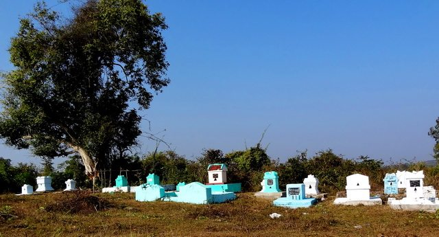 A colourful graveyard on the way to Tajangi