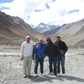 फोटो मे L – R ड्राईवर अंकल, मैं, हरी और मनोज।