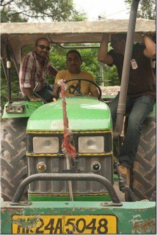 बिलासपुर मे ट्रेक्टर की सवारी करते हुए।