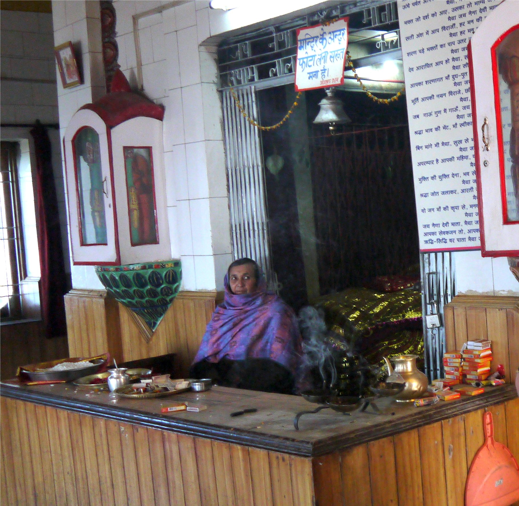 A woman priest in NainaDevi temple
