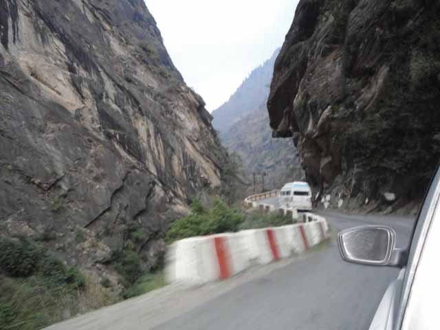 Road from Joshimath to Badrinath Ji