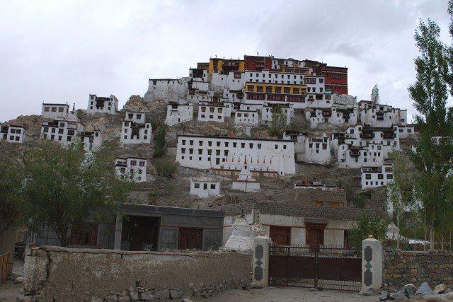 """""""थिकसे"""" monastery, इतनी ऊपर पैदल चढ़ने की हिम्मत नहीं थी।"""