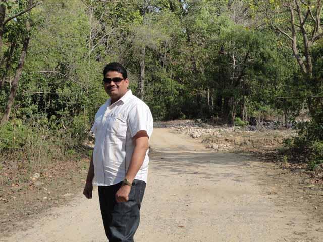 जंगल के बीच मे फोटो (भगवानदास)